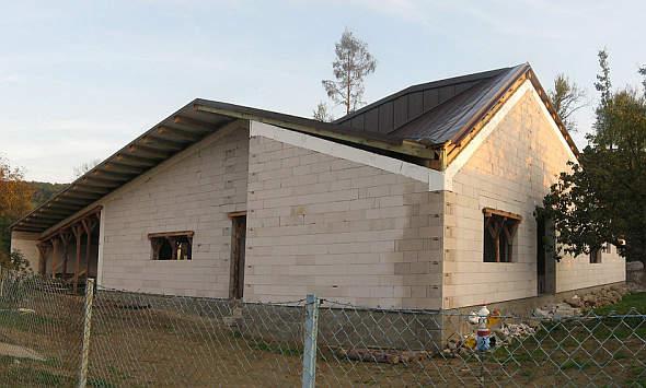 Dom bez rynien i okapów