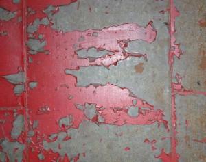 Schodząca farba z drzwi