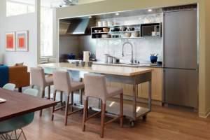 Wyspa w kuchni na kółkach