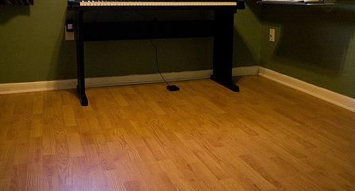 Podłogi drewniane: posadzki klepkowe i panele